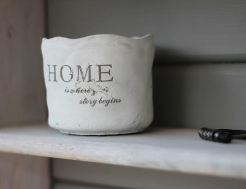 Étude sur la famille :  Un foyer en brique ou en paille